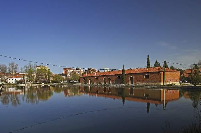 Palencia. Darsena del Canal de Castilla en Palencia