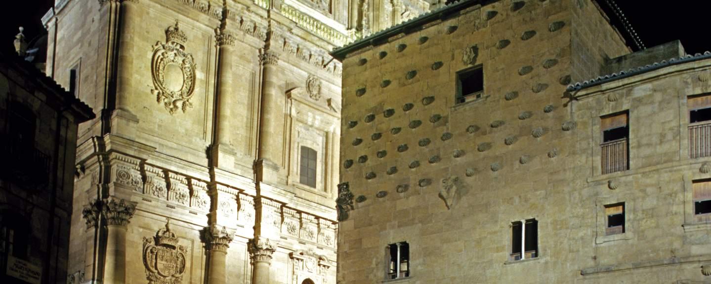 Salamanca. Casa de las Conchas y la Clerecia