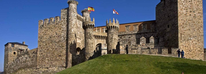 Castillo de ponferrada portal de turismo de la junta de for Oficina de turismo ponferrada