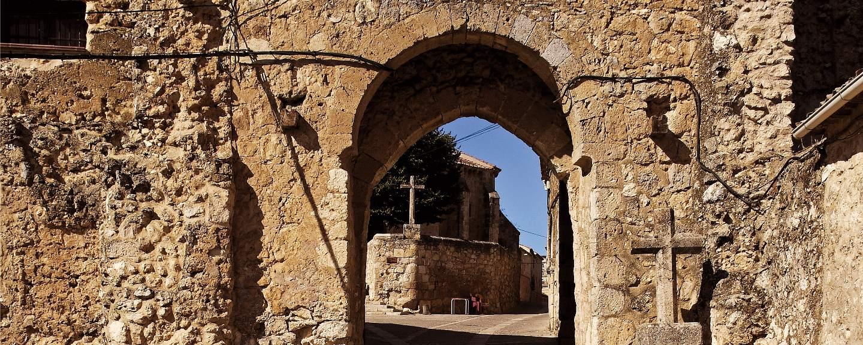 Maderuelo. Puerta de la Villa
