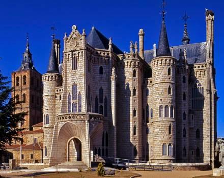 Palacio Episcopal / Palacio de Gaudí