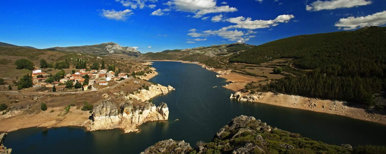 Fuentes Carrionas y Fuente Cobremontaña. Ruta de los Pantanos. Vista desde el Mirador de Alba de los Cardaños