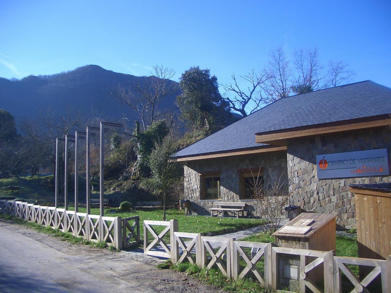 Centro de recepci n de visitantes de las m dulas portal for Oficina de turismo leon